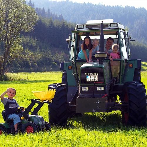 Traktor auf dem Unterhöfenhof - Ferienwohnungen Schwarzwald Titisee Jostal