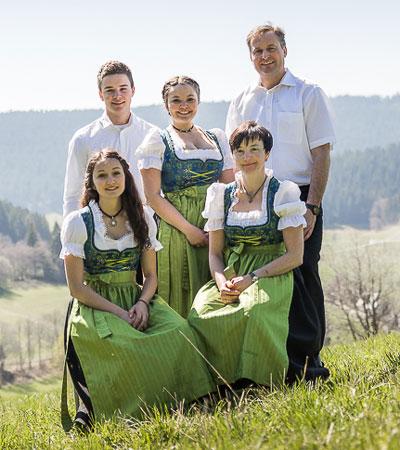 foto-unterhoefenhof-familie-hauser-400x450