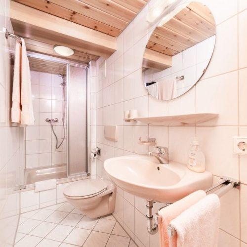 """Badezimmer der Ferienwohnung """"Dachs"""" – Unterhöfenhof"""
