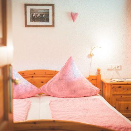 """Schlafzimmer der Ferienwohnung """"Reh"""" – Unterhöfenhof"""