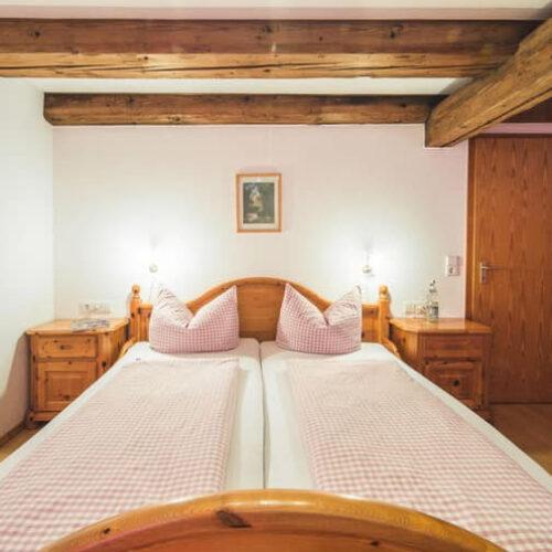 Foto Zimmer Doppelbett Unterhöfenhof Ferienwohnungen Titisee Jostal